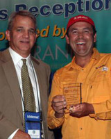 100728_sebile_accepts_icast_award_from_mike_nussman.jpg